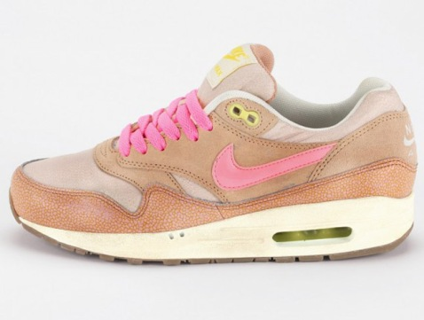 nike-wmns-air-max-1-metallic-pink-1-570x431