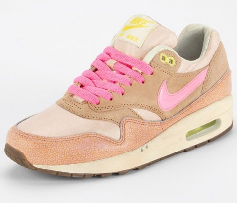 nike-wmns-air-max-1-metallic-pink-2-570x488